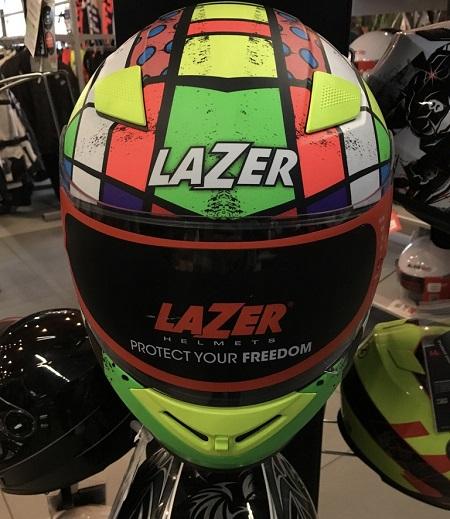 bezpieczny kask motocyklowy lazer